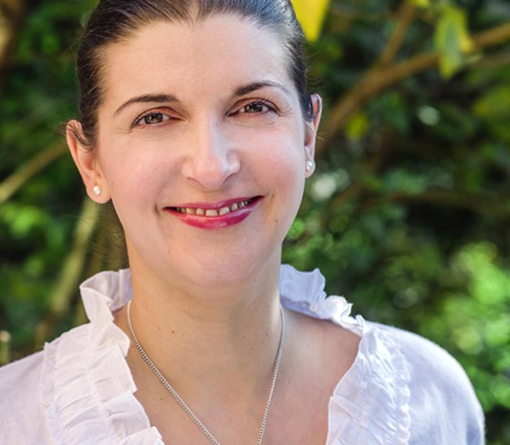 Dr. Nina-Kristin Hullmann
